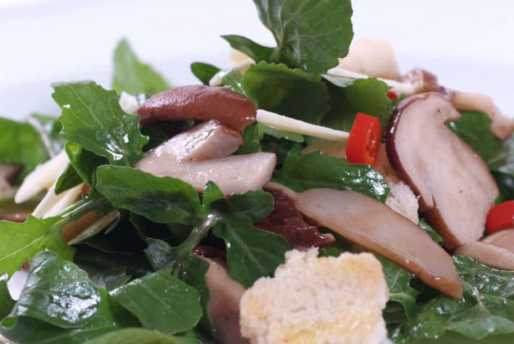 Mushroom salad with lemon
